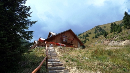 STANA TARLE – cabana cocheta la 1600 m, in Muntii Bucegi