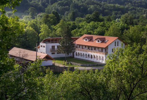 Hanul Vatra din Oltenia de sub munte, in Costesti-Valcea
