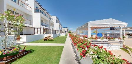 Complex de apartamente in regim hotelier, la malul Marii Negre