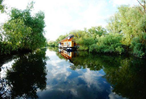 Casa lipoveneasca plutitoare in Delta Dunarii