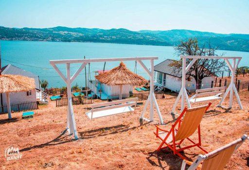 Dream Tricule – resort de casute pe malul Dunarii, in Mehedinti
