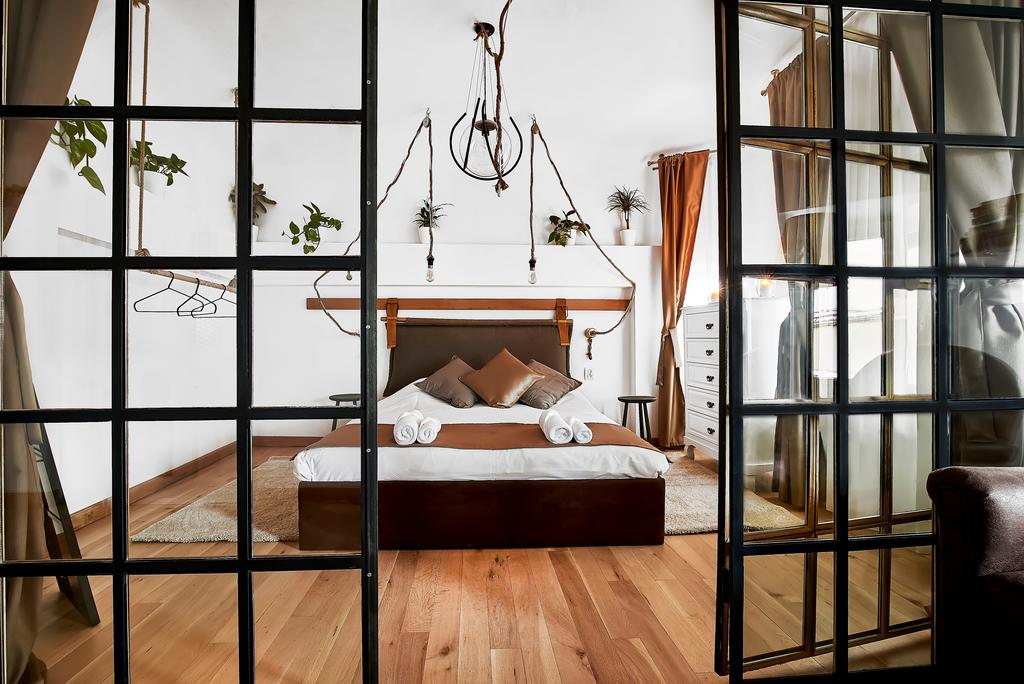 Attic Downtown by CityLife Suites
